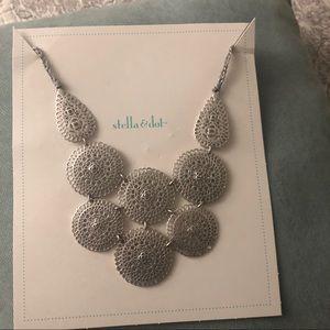 Stella & Dot - Medina Bib Necklace Silver.